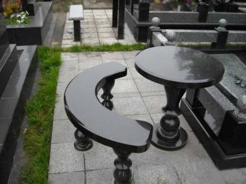 стол из черного гранита
