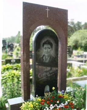 одиночный  элитный гранитный памятник на могилу