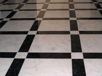 мраморный черно-белый пол