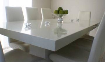 стол из литого мрамора украсит вашу комнату