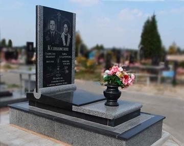 двойной гранитный памятник для кладбищ