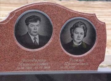 двойной памятник из гранита для кладбищ