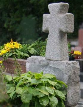 крест на  элитный памятник из гранита для могилы