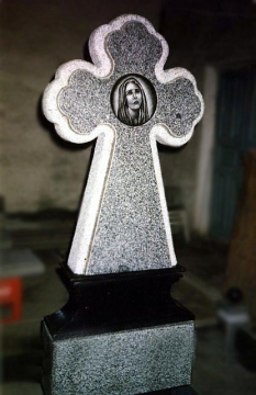 крест на  элитный памятник из камня для могилы