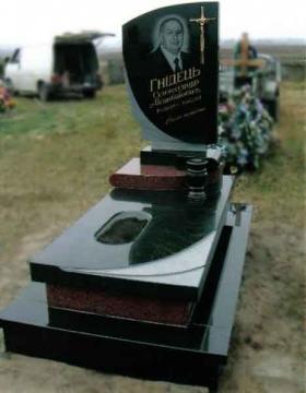 одиночный  элитный памятник из гранита на могилу