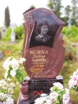 одиночный надгробный памятник из камня на могилу