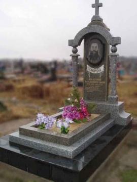 элитный гранитный памятник на могилу