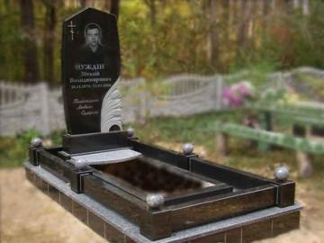 одинарный гранитный памятник на могилу