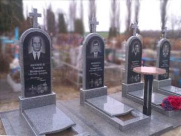 одиночный надгробный памятник из камня для кладбищ