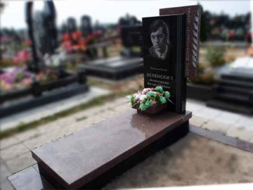 одинарный надгробный памятник из камня