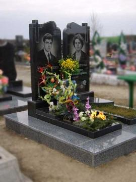 двойной надгробный гранитный памятник для кладбищ