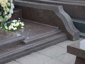 гранитная основа для могилы