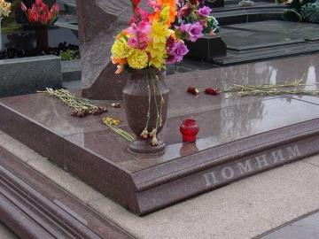 надгробная плита из гранита