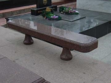 скамейка из гранита на могилу