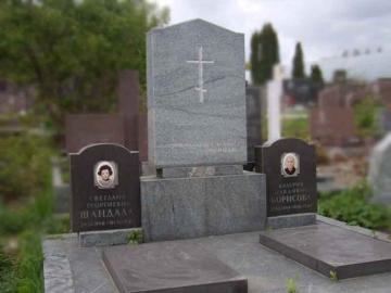 двойной надгробный памятник из гранита на могилу