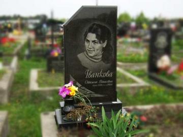 портретная работа на надгробный памятник из камня для кладбищ