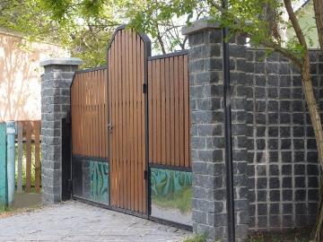 гранитный забор для дома