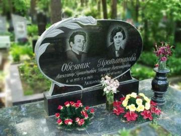двойной  элитный каменный памятник для кладбищ