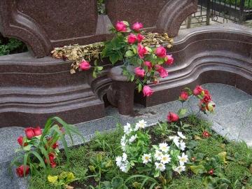гранитная основа для цветов
