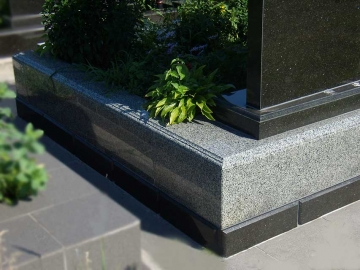 гранитная основа на могилу для цветов