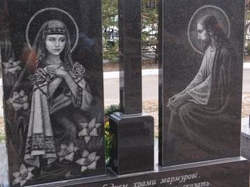 художественное оформление на  элитный памятник из камня для могилы