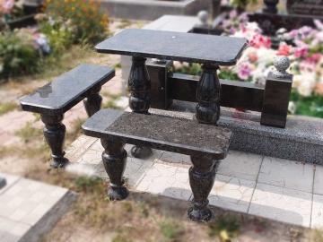 гранитный столик с лавками