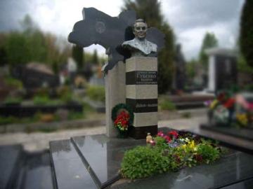 одинарный гранитный памятник для кладбищ