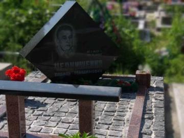 гранитный памятник для кладбищ