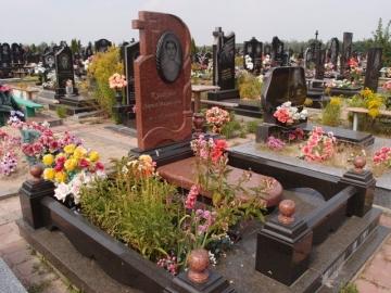 одинарный  элитный памятник из гранита на могилу