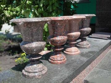 гранитные вазы для цветов