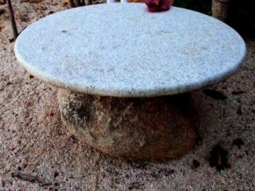 стол из литого мрамора украсит ваш интерьер
